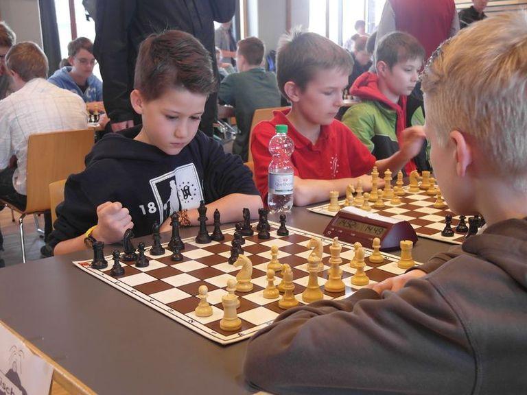 Einfach faszinierend: das Königsspiel fesselt auch jüngere Jahrgänge. Im Hamelner Schachverein trainieren derzeit zwei Jugendgruppen. Zudem engagiert sich der Verein im Bereich des Schulschachs.