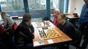 Das Lachen ist verschwunden. Gerhard und Oliver kämpfen tapfer und holen jeweils einen halben Punkt.